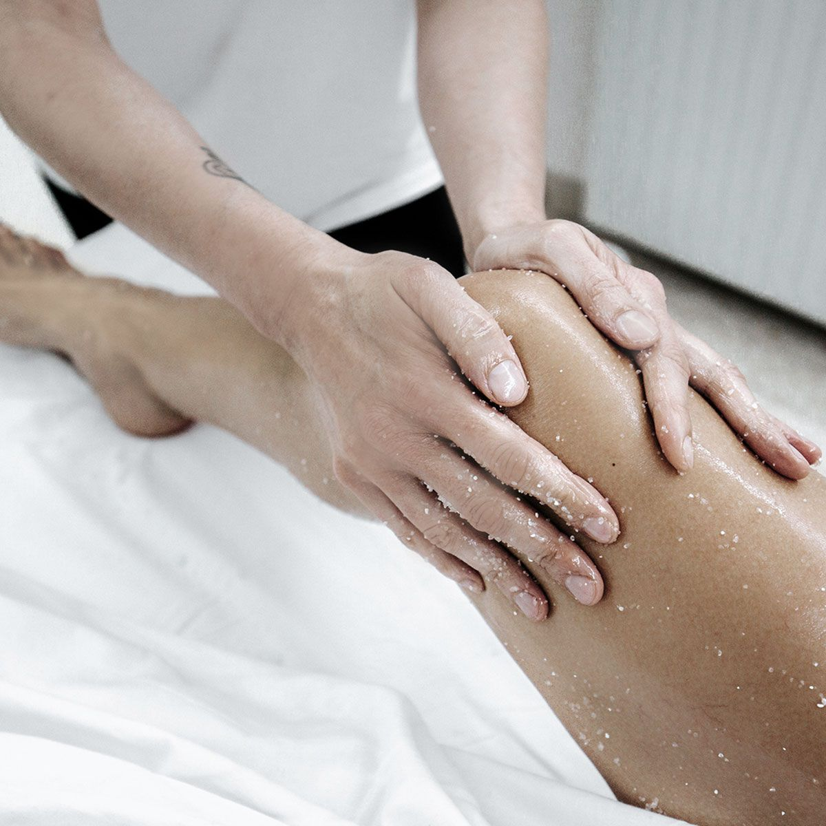 Body exfoliation, with dead sea salts-Andorra-Wellness-Experience
